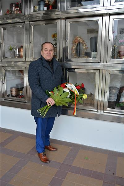 Položení květin u urny F. Ulricha